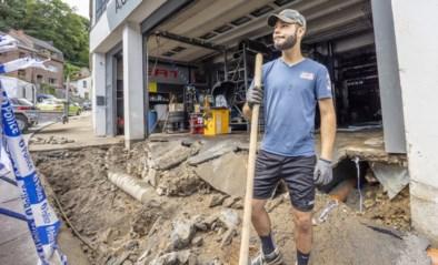 """Dinant ruimt puin na de zondvloed: """"Zes auto's en mijn hele wijnkelder ben ik kwijt"""""""