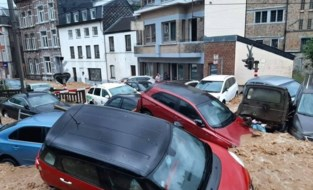 OVERZICHT. Wallonië opnieuw zwaar getroffen door noodweer: in Dinant drijven wagens weg als badeendjes