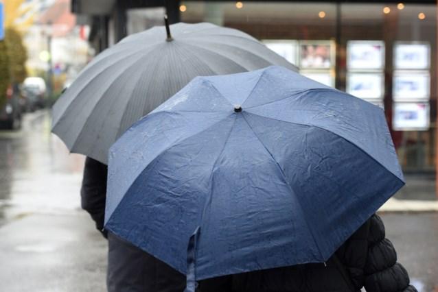 """Sinds 14 uur weer aan het regenen in het oosten van het land: """"Hevige regenval, maar in geen geval de grootteorde van zwaar noodweer"""""""