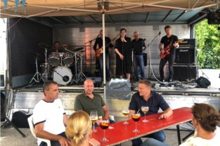 Klanten café 't Bergske steunen slachtoffers watersnood