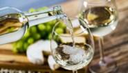 Wie witte wijn drinkt, begint later aan menopauze