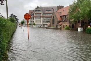 """Fikse regenbuien zetten ook in Knokke-Heist straten blank: """"Rioleringen kunnen al dat water niet aan"""""""