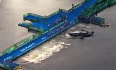 Verdwaalde boot verknoeit start van triatlon: helft van deelnemers te laat in het water