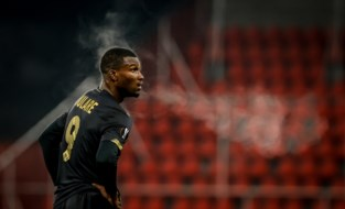 Transfer Obbi Oulare is rond: de spits verlaat Standard en tekent voor drie seizoenen bij Barnsley