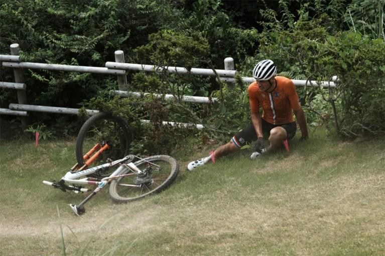 """Geen breuken voor Mathieu van der Poel na zware val: """"Wist niet dat plank op parcours weggehaald was"""""""