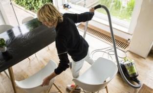 Twee op drie poetsbedrijven misbruikten geld dat huishoudhulp moest beschermen op het werk