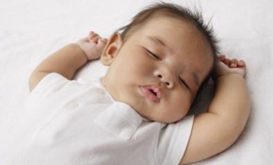 SLAAPCOACH. Wanneer slaapt een baby door?