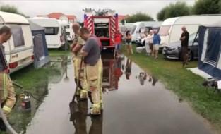 """Wolkbreuk zet grote delen van camping onder water: """"Gewekt door geraas van regen, amper tien minuten later liep het binnen"""""""