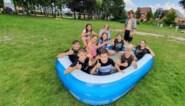 Kinderen bouwen eigen waterglijbaan bij speelplein de Mallemolen Wijshagen