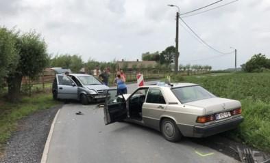 Zestigjarige bestuurder even in levensgevaar na zware frontale botsing in bocht