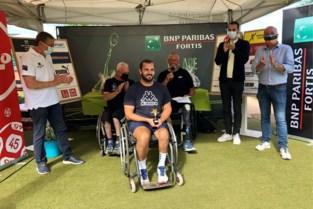 Winnaars rolstoeltennistoernooi in de bloemetjes gezet