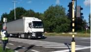 """Door dit dorp rijden 500 (!) vrachtwagens in één uur: """"En het wordt alleen maar erger"""""""