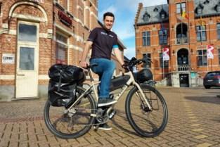 """Nick fietst met 145 kilo spiermassa en bagage naar Iran: """"Voor mijn nichtje"""""""