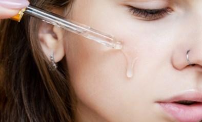 Waarom je het pipetje van je serum beter niet tegen de huid houdt