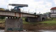 Maasbrug in Maaseik gaat weer open voor alle verkeer: tonnagebeperking opgeheven