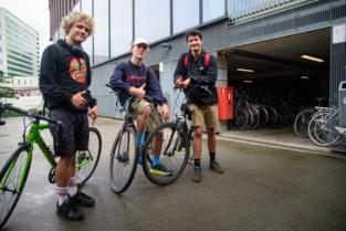 """Jefs knalgroene koersfiets en Yorans snelle benen helpen politie om fietsendief te klissen: """"We zijn hen zeer erkentelijk"""""""