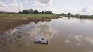 Caravan drijft door de Maas