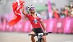 """Zwitserland pakt alle medailles, Githa Michiels finisht niet in mountainbikerace: """"Koers al na één ronde voorbij door stomme val"""""""