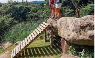 Daar is de beruchte plank in het mountainbiken weer: bij de vrouwen blijft ze wél liggen...