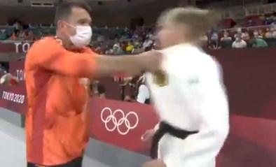 Bizarre opwarming: trainer schudt Duitse judoka door elkaar en geeft haar klappen in het gezicht