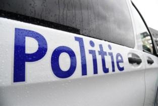 Benevelde bestuurder (18) krijgt klapband na crash tegen rotonde in Dilsen