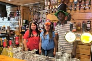 """Thailia, Chantal en Lamine openen nieuw feestcafé in Rozemarijnstraat: """"Nu hopen dat we snel weer terug mogen dansen"""""""