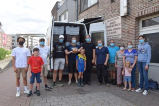 """Bakkers Wim Van Der Bracht en Ben De Wilde steunen slachtoffers overstromingen met vier bestelwagens vol voeding en kledij: """"Vele handen maken licht werk"""""""