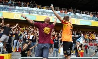 Dan toch op weg naar volle voetbalstadions: ook stewards mogen Covid Safe Ticket controleren