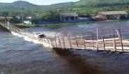 Houten brug begeeft het: vrachtwagenchauffeur moet zwemmen om zich in veiligheid te brengen