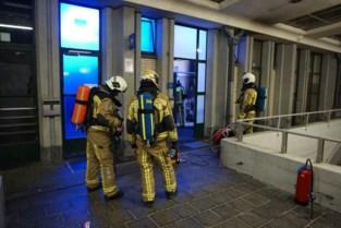 Toiletgangers steken wc in brand in station