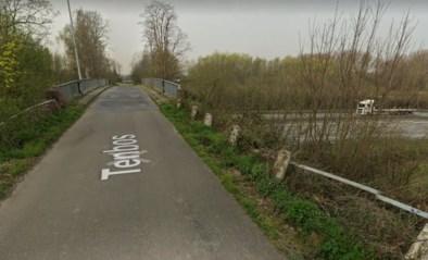 Kraanwagen beschadigt brug over E40: voorlopig geen verkeer meer toegelaten