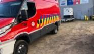 Brandweer zorgt dat bevolking in overstromingsgebied zich kan douchen