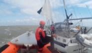 Reddingsdienst moet zeilboot met schade aan mast naar haven slepen, ook helikopter betrokken bij operatie