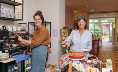 """Moeder en dochter openen koffiebar in hun speelgoedwinkel: """"Lunchen terwijl kinderen speelgoed testen"""""""