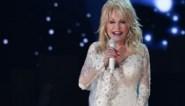 """Dolly Parton brengt eigen parfum uit: """"Ik wilde dat het naar de hemel rook"""""""