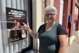 """Moeder van Vlaamse Olympiër versiert wijk met affiches om te supporteren: """"Het is tijd dat iedereen Michael leert kennen"""""""
