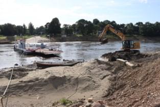 Slecht nieuws voor veerpont: Maas walst stalen damplaten gewoon plat