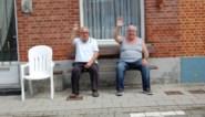 56 (!) jaar zaten Willy (71) en Valeré (81) vanop hun bankje naar voorbijgangers te kijken, maar nu nadert verhuis