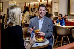 Ooit poetste hij er de wc's en bakte hij er hamburgers, nu krijgt Vlaming topfunctie bij McDonald's