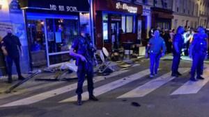 Auto eindigt op terras van bar in Parijs: één dode en zes gewonden