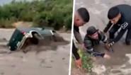 Omstanders voeren heldhaftige redding uit nadat vloedgolf vader en zoon meesleurde