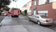 Twintig jaar oude Mercedes vliegt plots in brand