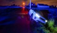 Hulpdiensten opgeroepen voor automobilist in gracht