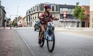 Hoe test je of je kind veilig alleen met de fiets naar school kan in september? En hoe krik je die vaardigheden op?