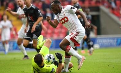 """Zulte Waregem furieus na discutabele strafschop voor Standard: """"Het Referee Department zal er wel weer een uitleg aan geven"""""""