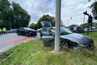 Twee auto's botsen aan afrit van E313 in Diepenbeek