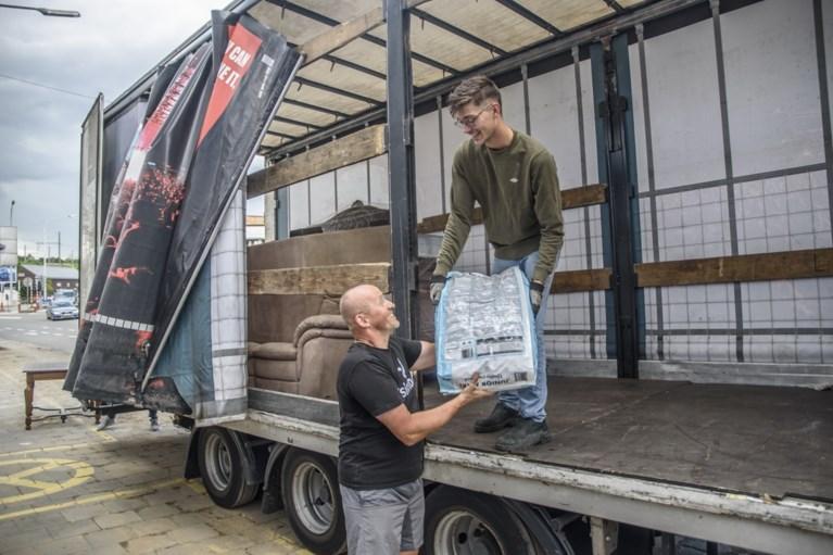 """Regiogenoten die hulpgoederen leveren in Luik met open armen ontvangen: """"Mooiste bewijs dat we één land zijn"""""""