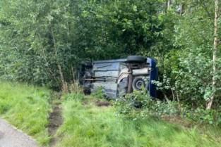 Auto belandt in berm langs E314 tussen Genk en Maasmechelen