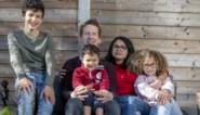 """Rafäel (3) aan de beterhand na ingreep voor zeldzame ziekte: """"Zonder die 80.000 euro steun was dit nooit gelukt"""""""