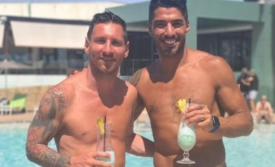 Oude vriendschap roest niet: Lionel Messi en Luis Suarez genieten op vakantie samen van een cocktail